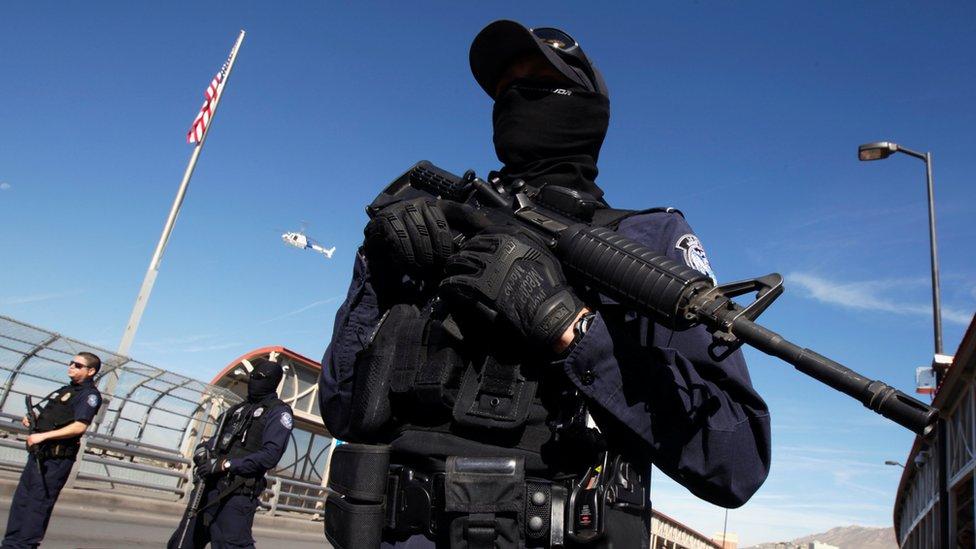 США відправляють понад 5 тисяч військових на кордон з Мексикою. Навіщо?