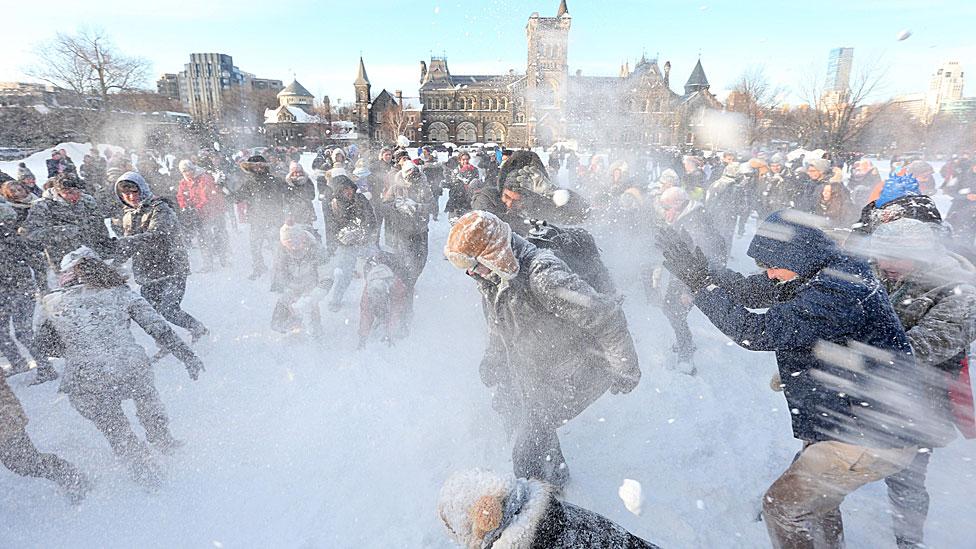 Pelea de nieve en la Universidad de Toronto
