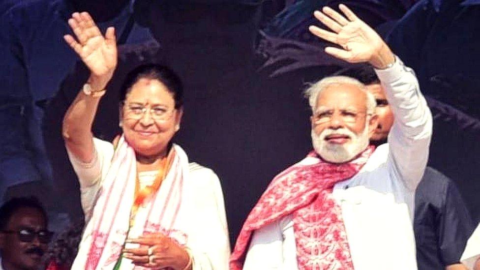 नरेंद्र मोदी के साथ क्वीन ओझा