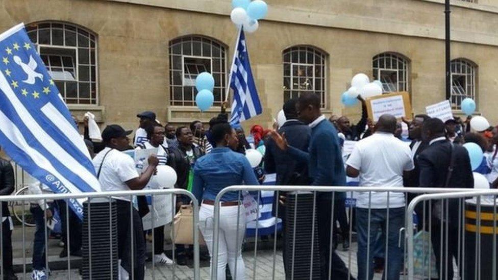 مظاهرة مؤيدة لاستقلال المناطق الناطقة بالإنجليزية تحت اسم أمبازونيا في العاصمة البريطانية لندن