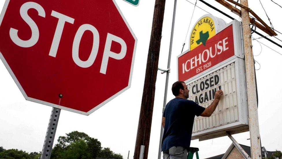得克薩斯州再次加強隔離限制措施,並警告醫院不久將不堪重負。