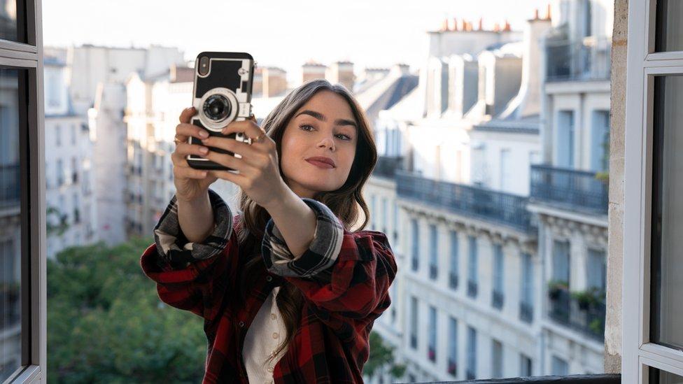 Emily in Paris: Netflix hit's creator Darren Star 'not sorry' for 'clichés'  - BBC News