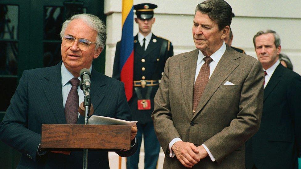 Betancur con Reagan en Washington en 1985.