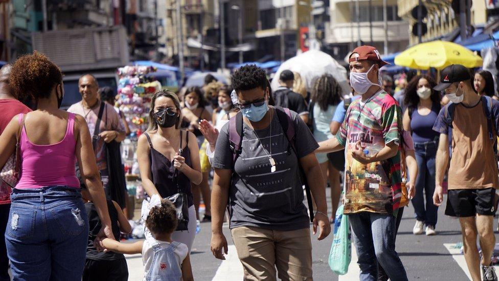 Gente caminando en São Paulo