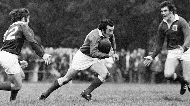 Phil Bennett for Llanelli against London Welsh at Old Deer Park in October 1975