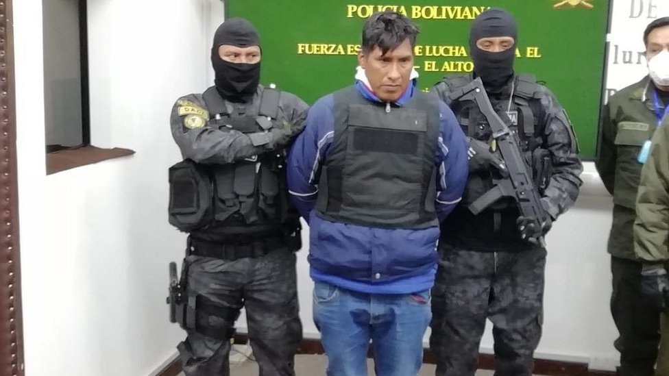 Acusado con policías