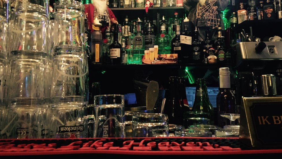 Hague pub