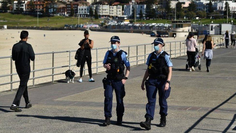 Policiais patrulham lockdown em Sydney