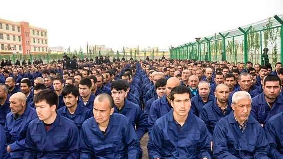 سجناء من الإيغور