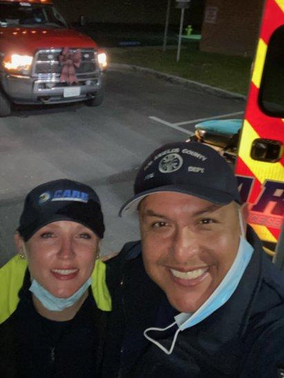 Humberto Agurcia junto a su esposa, quien también es paramédica.