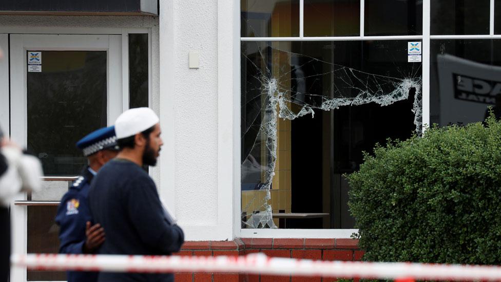 Jendela yang hancur di Masjid Linwood