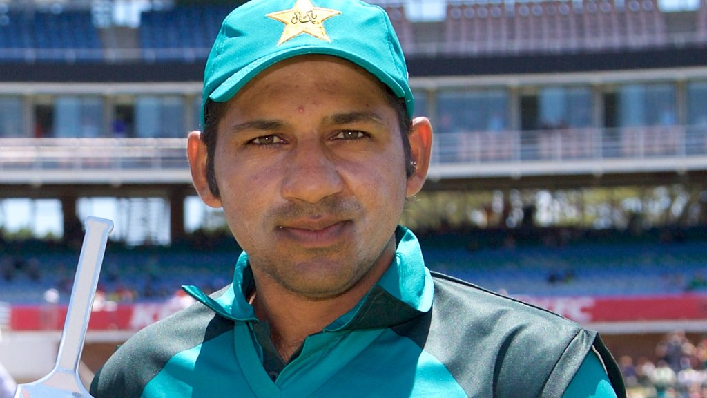 Sarfraz apologises after 'racist' comments caught on stump mic