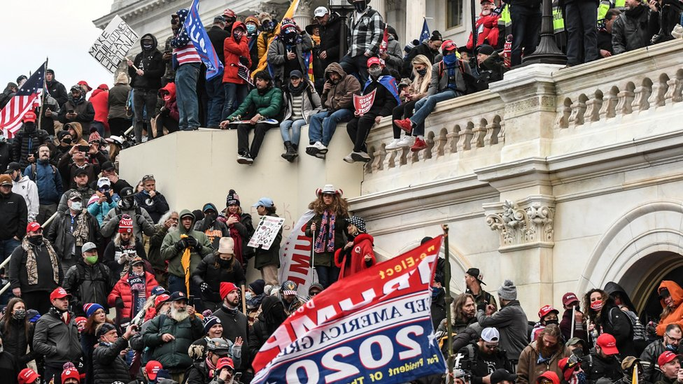 """مؤيدو دونالد ترامب عند المدخل الغربي للكابيتول خلال الاحتجاجات التي رفعت شعار """"أوقفوا السرقة"""""""
