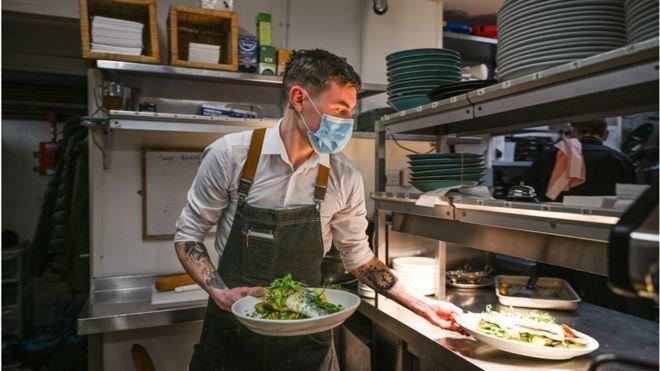 Restoran ve yiyecek hizmeti veren diğer yerler salgından en ağır darbeyi yiyen işletmeler arasında