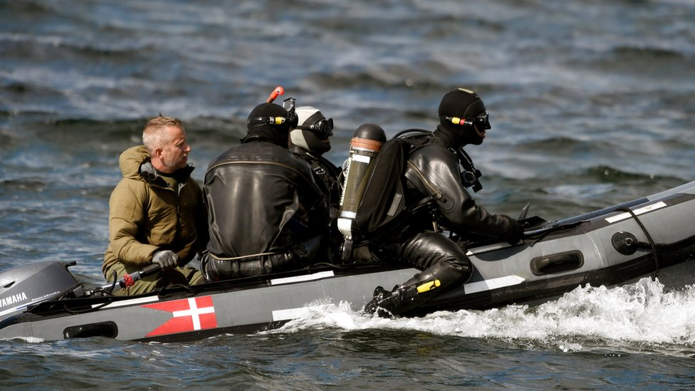 Divers from the Danish Defence Command on board a boat in Koge Bugt near Amager in Copenhagen, Denmark (22 August 2017)