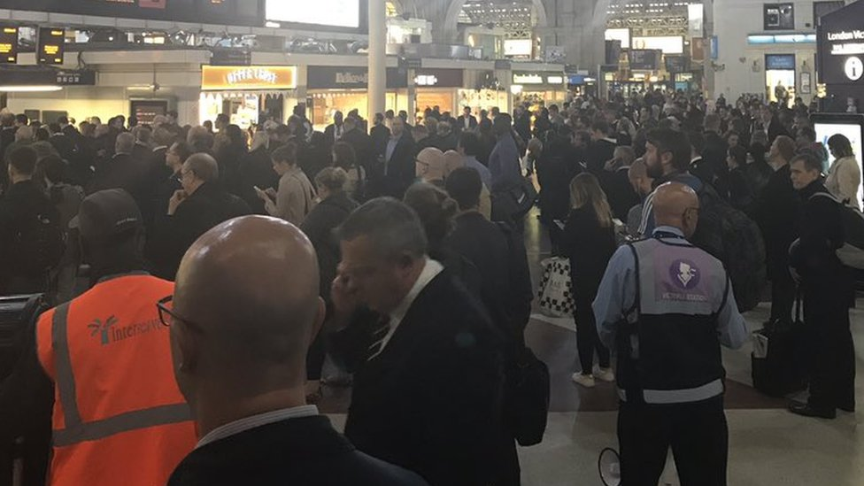 London Victoria power failure leaves hundreds stranded