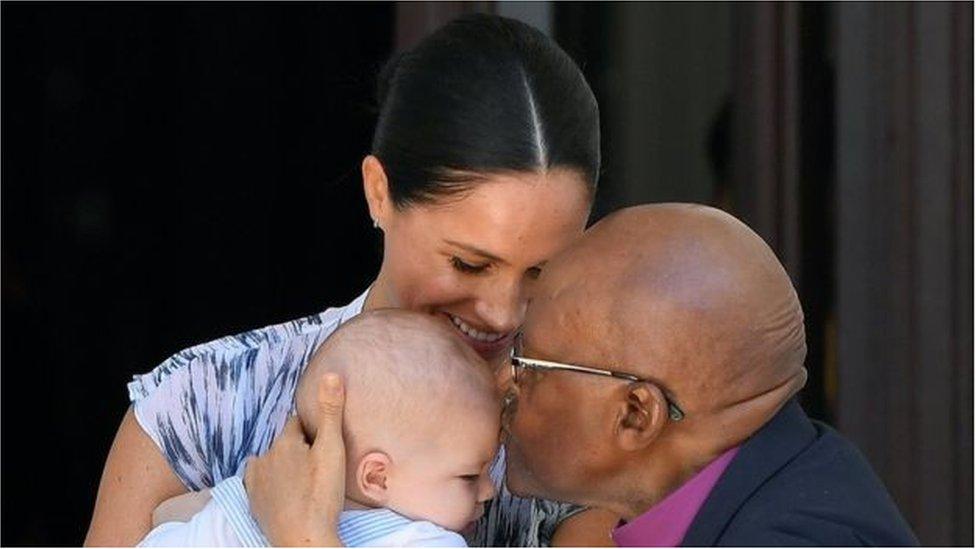 南非圖圖大主教被寶寶阿奇圈粉
