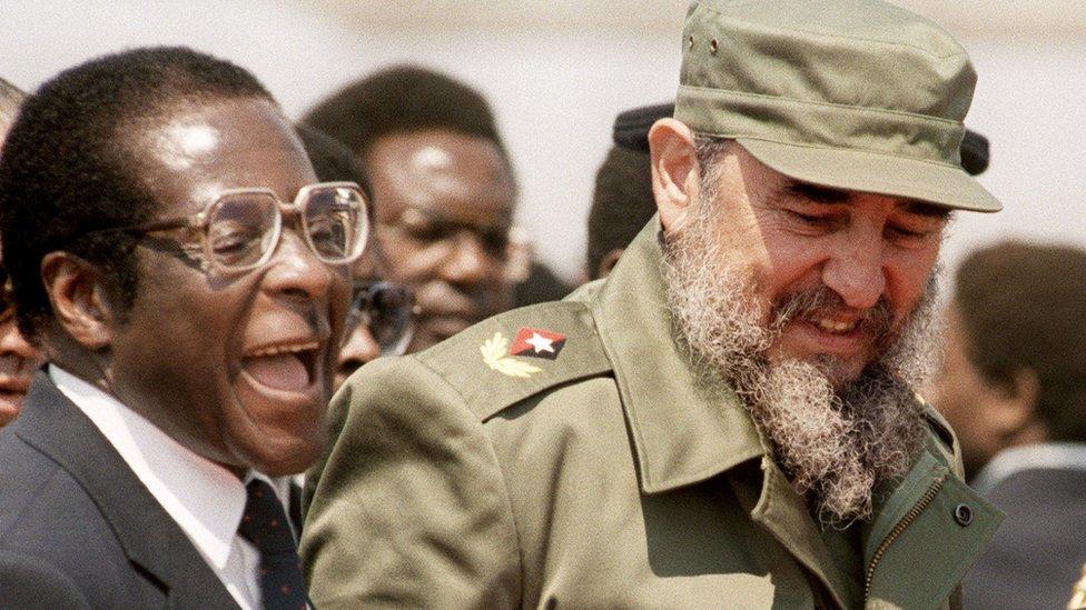 Robert Mugabe con Fidel Castro