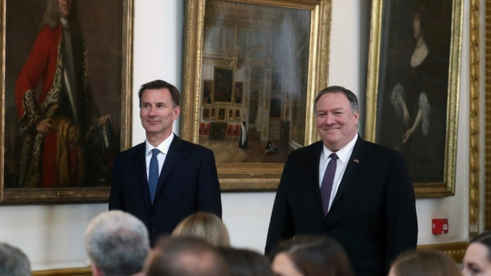 Jeremy Hunt (L) and Mike Pompeo