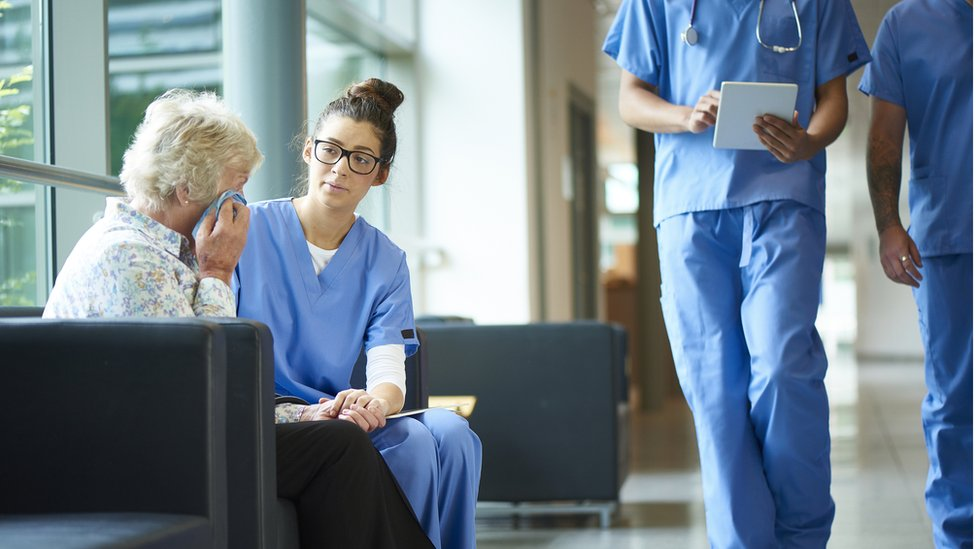 Nurse talking to a women about her illness