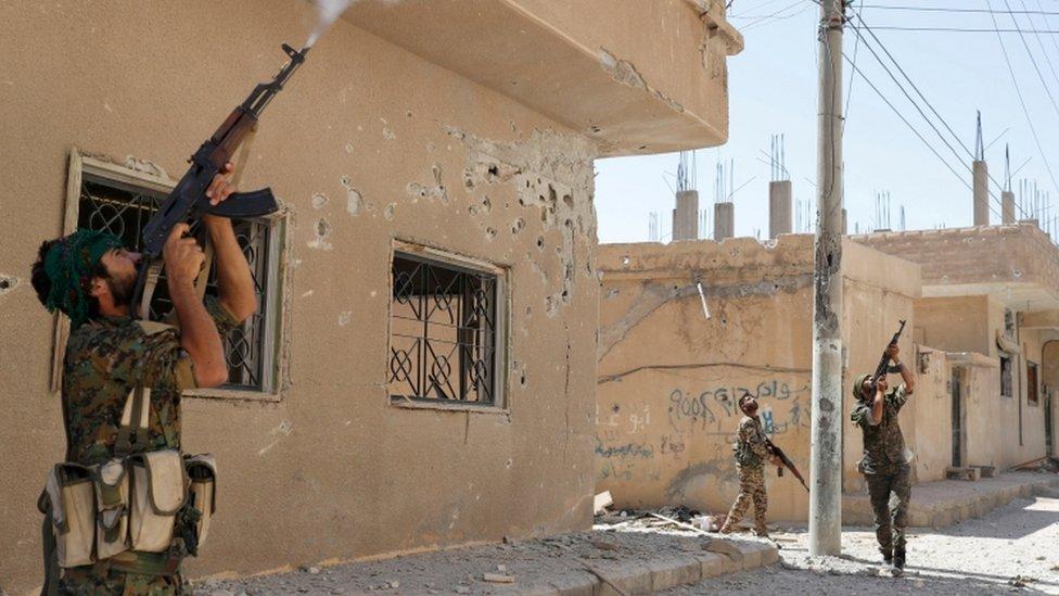 Combatientes de YPG en Siria