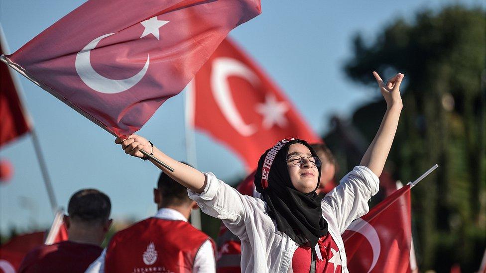 مؤيدو أردوغان ساعدوا في إحباط الانقلاب.