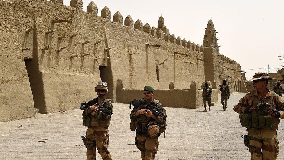 نشر جنود فرنسيون في تمبكتو لصد هجمات المسلحين عليها