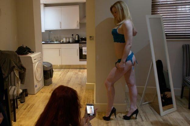 社交媒體上,女性的照片每天更新吸引更多的客戶。