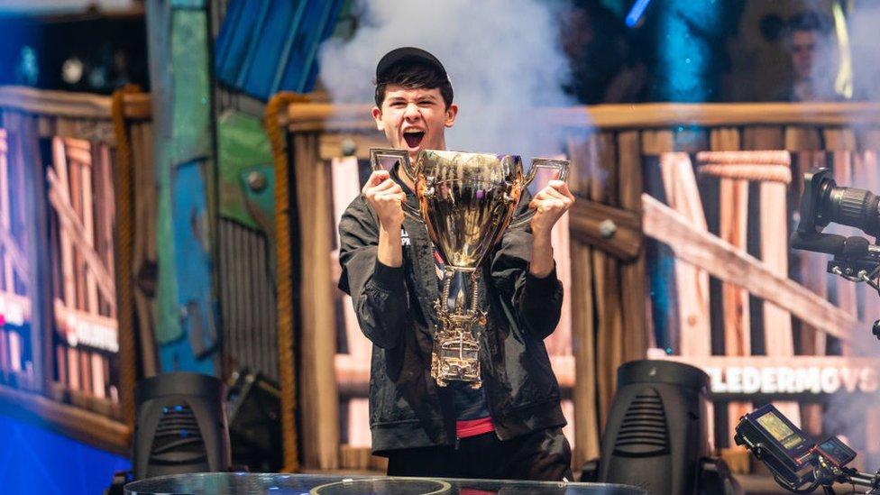 Kyle Giersdorf, también conocido como Bugha, ganó US$3 millones en la Copa Mundial de Fornite el mes pasado.