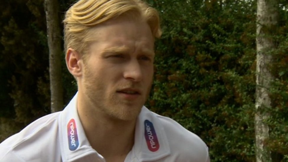 Jonnie Peacock: Paralympic sprint champion steps back into training