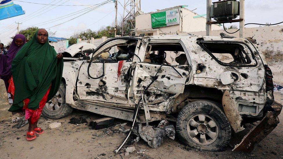 """قُتل 15 شخصا في أغسطس/آب الماضي عندما نفذت حركة الشباب هجوما على فندق """"إيليت"""" الساحلي الشهير في مقديشو"""