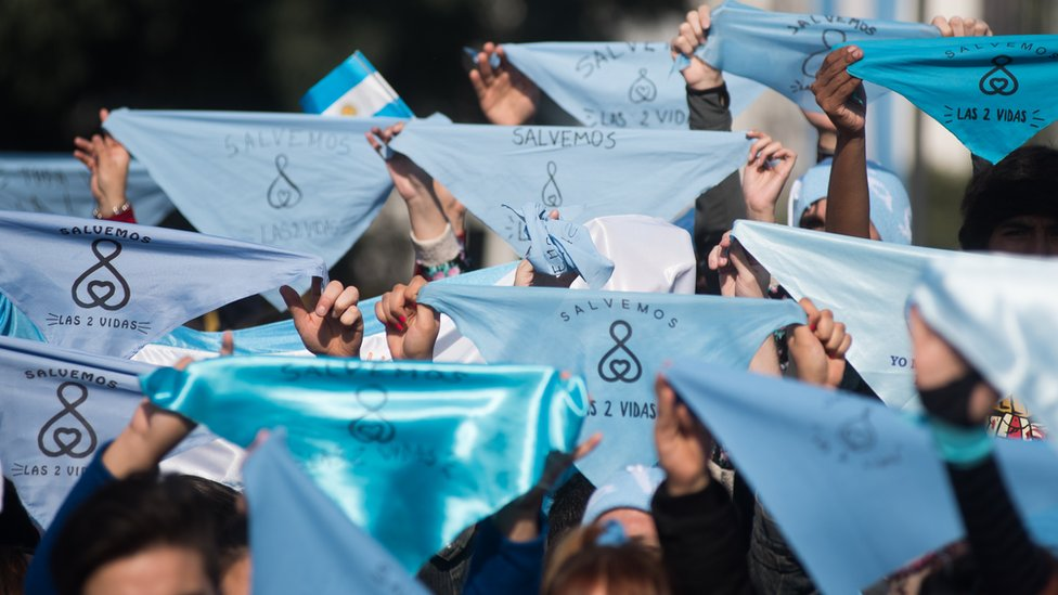 Blue neckerchieves became the emblem of the anti-abortion campaign