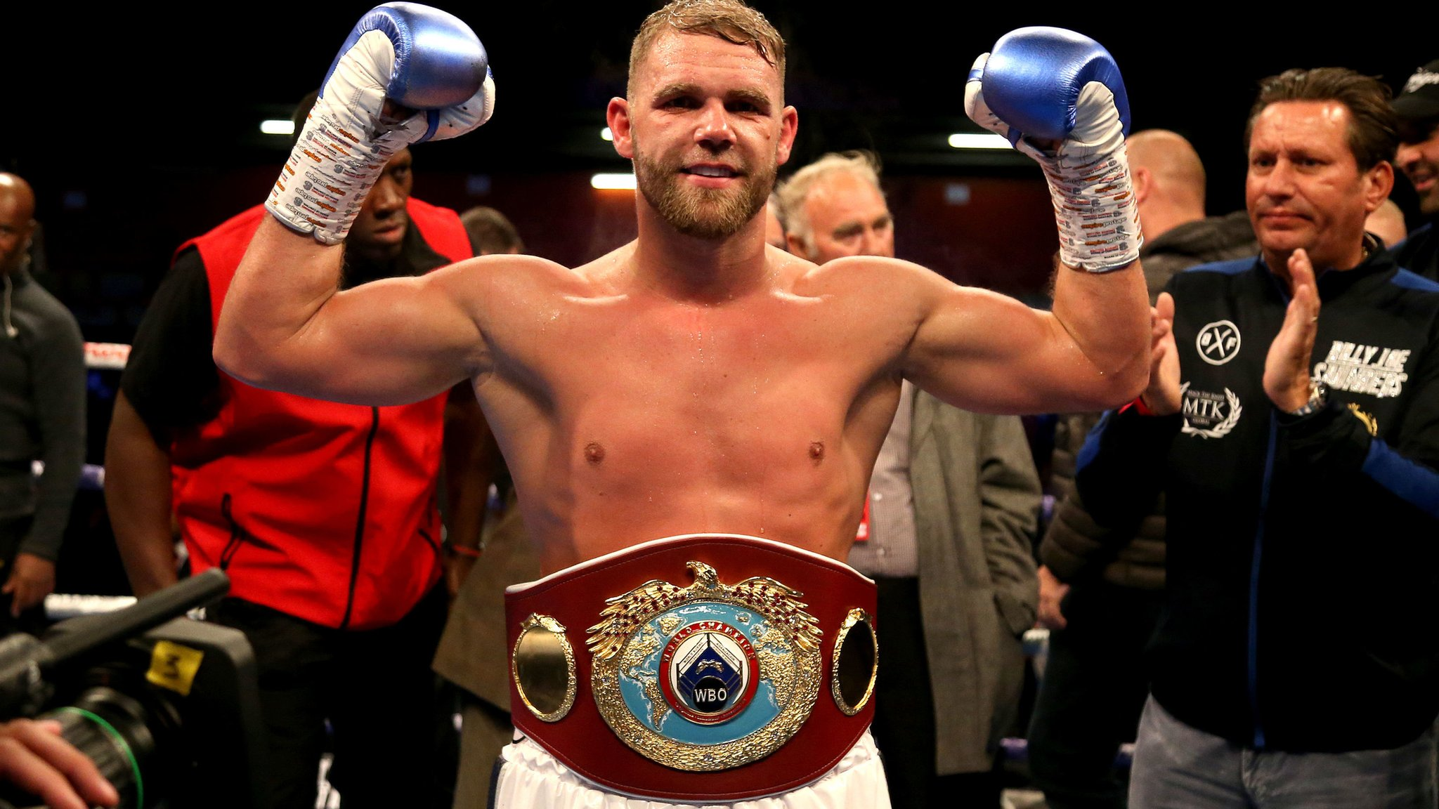 Saunders wins WBO super-middleweight title by unanimous decision