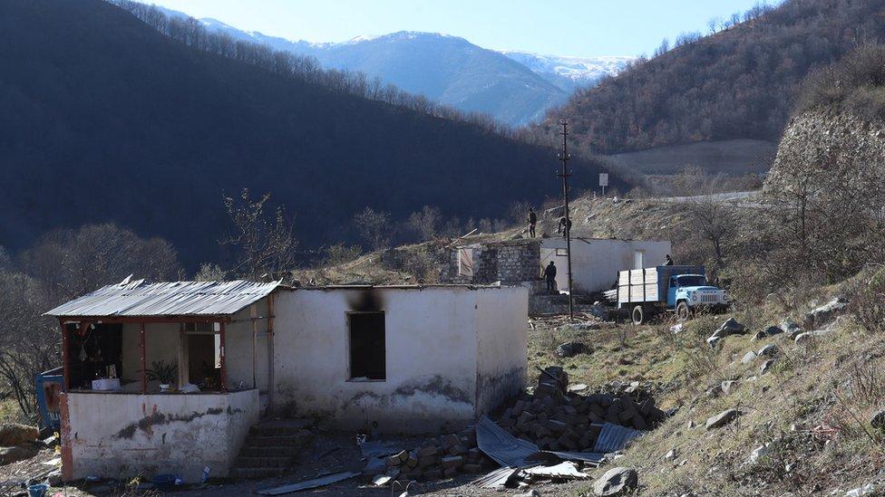 Война в Карабахе: Кельбаджарский район перешел под контроль Азербайджана
