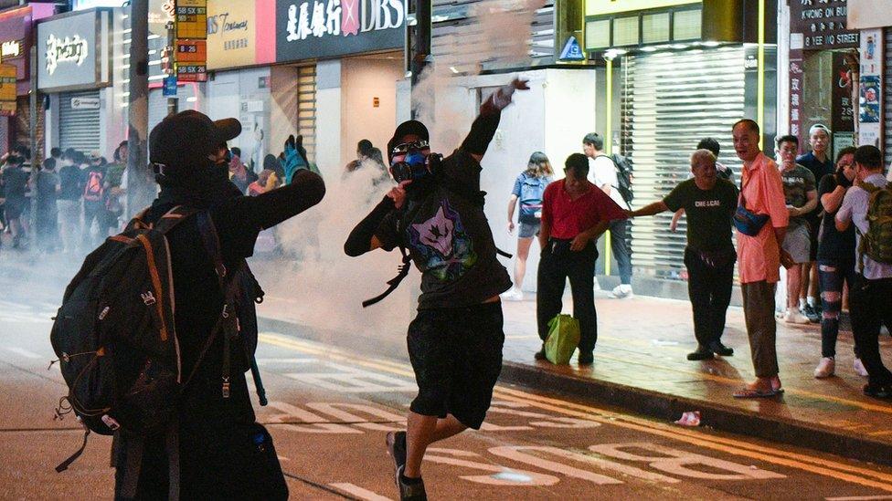 香港示威警民衝突不斷發生,政府明言要止暴制亂。