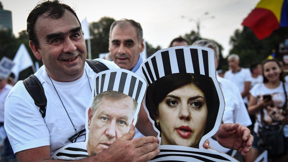 Pristalice vladajućih socijaldemokrata su prošlog leta izašli na proteste tražeći da Koveši ide u zatvor