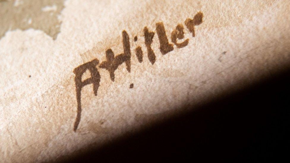 توقيع منسوب لهتلر