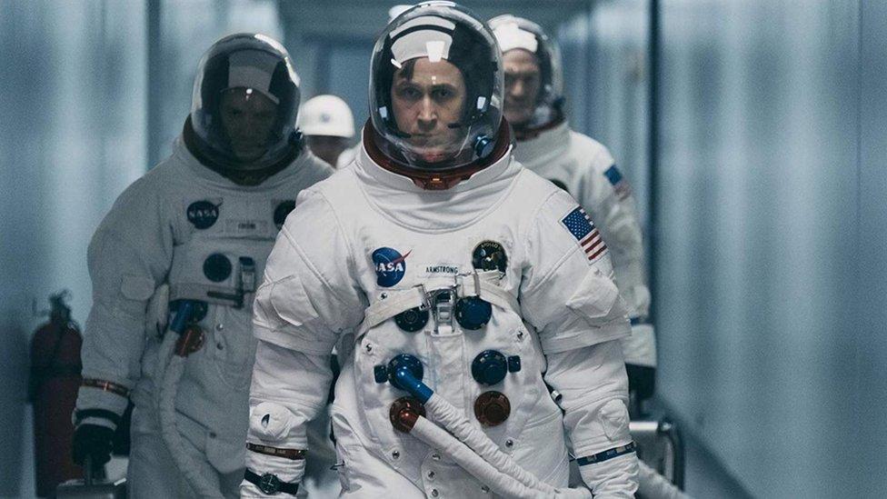 """Damien Chazelle y Ryan Gosling protagonizan """"El primer hombre en la luna""""."""