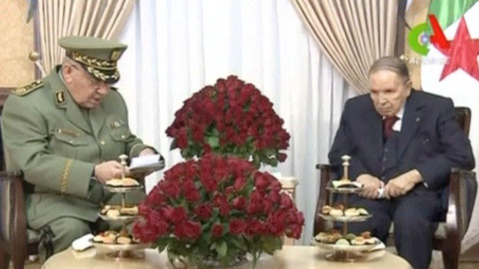 الرئيس بوتفليقة مع رئيس أركان الجيش