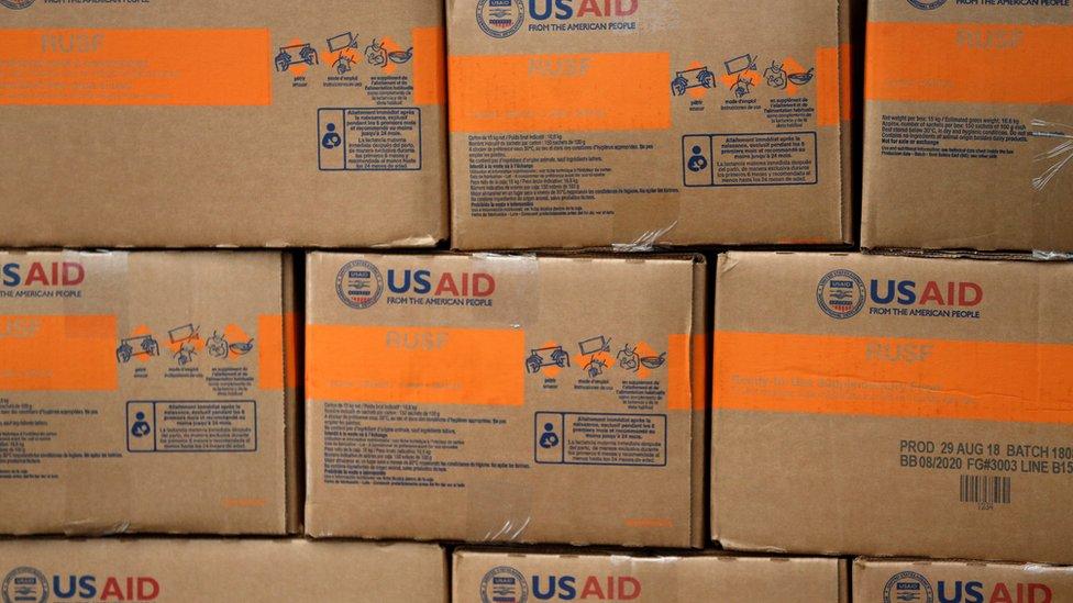 Suplementos alimenticios para bebés donados por USAID.