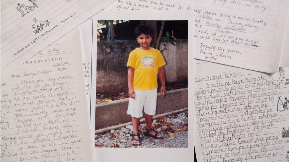 Cartas con una foto de Timothy