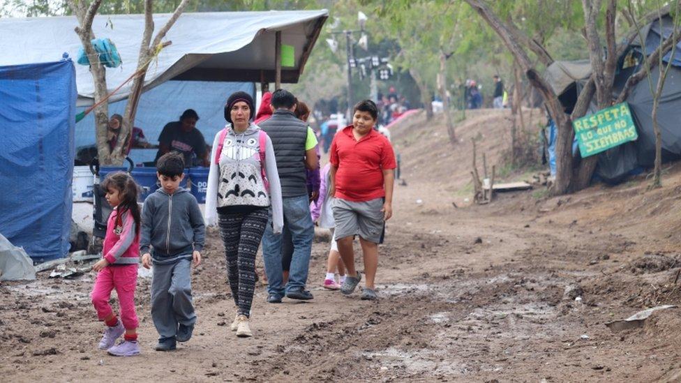 campamento de migrantes.