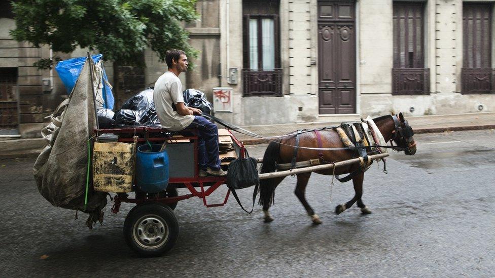 Carrito tirado por caballo en Montevideo.