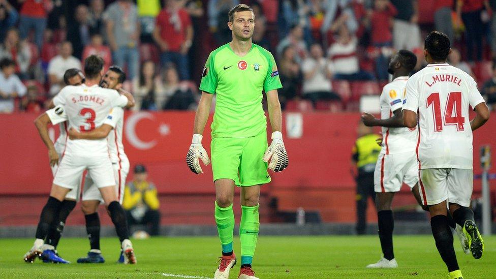 Altıncı golün ardından Sevillalı oyuncular böyle sevindi