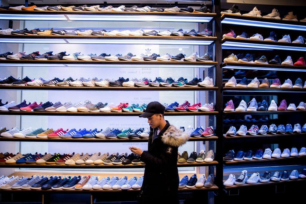 一家球鞋商店