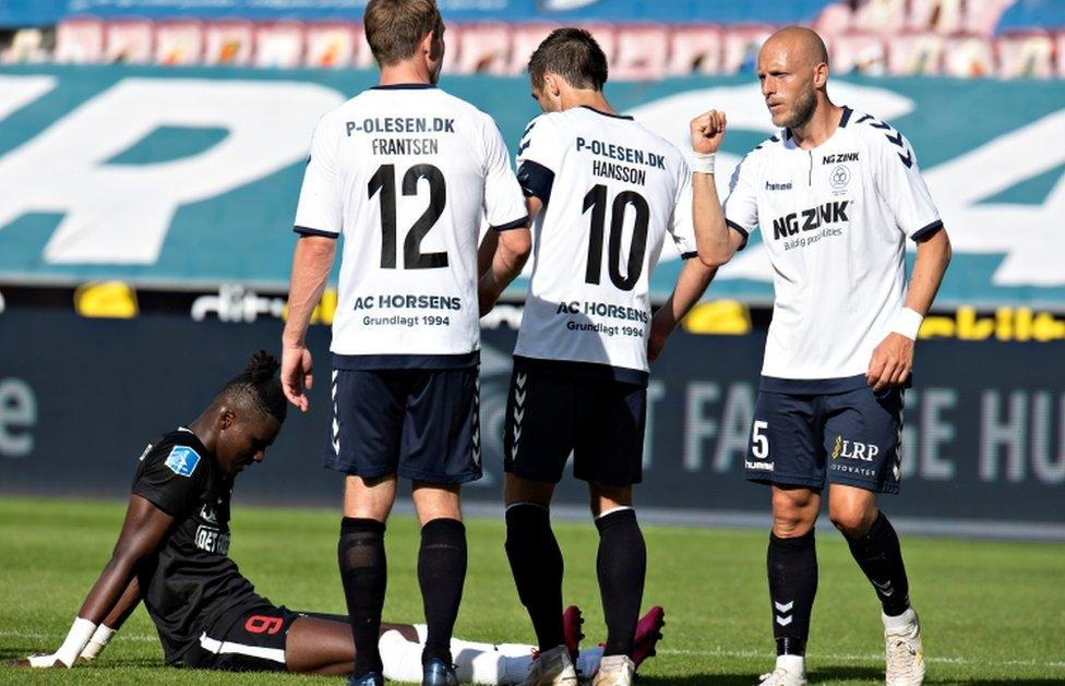 Elcampeonato de fútbol de la Superliga de Dinamarca se ha reanudado a puerta cerrada.