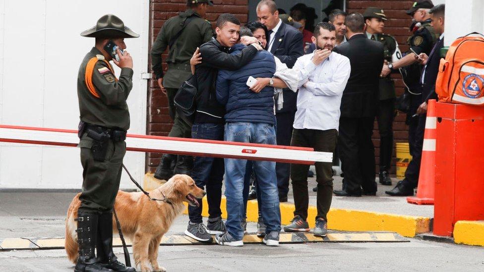 Familiares de los policías de la Escuela de Cadetes.