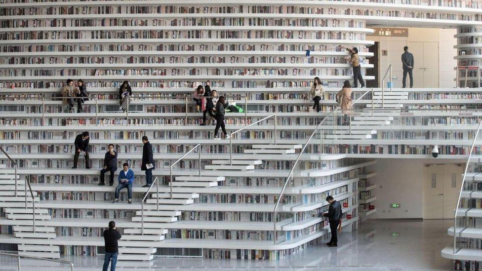 Inmensa librería