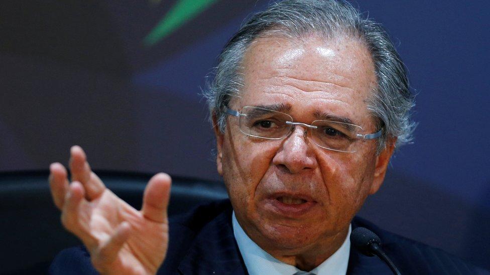 Ministro Paulo Guedes fala a jornalistas em Brasília em 5 de novembro de 2019
