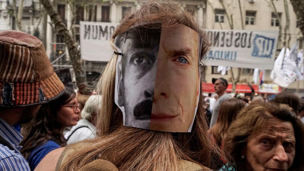 Los críticos más férreos de Macri creen que su vuelta al poder es un retroceso en términos de derechos humanos.